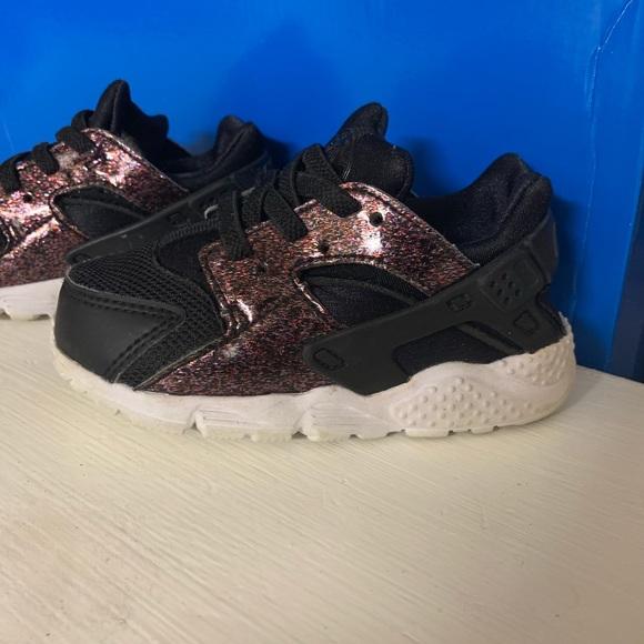 359dd2147670 Nike Huarache black and glitter. M 5c931b0eaa5719ef3f642255